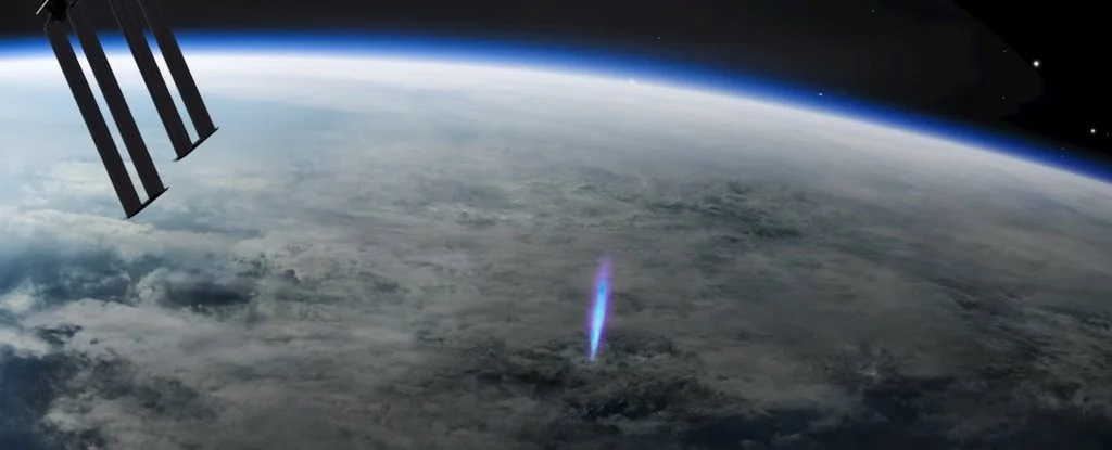 BLUE JETS – LIGHTNING THAT SHOOT UP TO SPACE